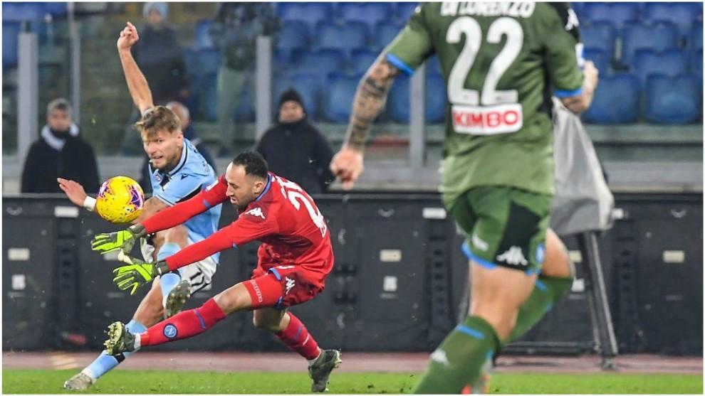 Immobile aprovecha el error de Ospina para anotar el 1-0.