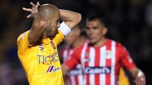 Guido Pizarro lamenta una falla ante el San Luis.