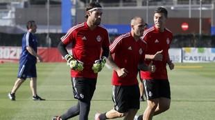 José Antonio Caro se ejercita junto a Sandro y Alcaraz durante la...