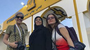 Marta García, una ciudadana saudí y M. Carmen Torres