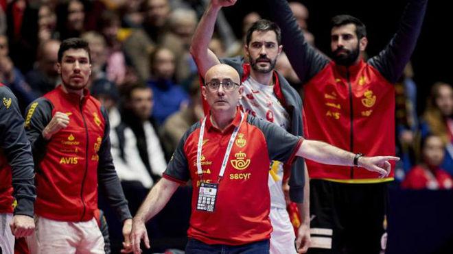 Jordi Ribera, dando instrucciones en un partido del Europeo.