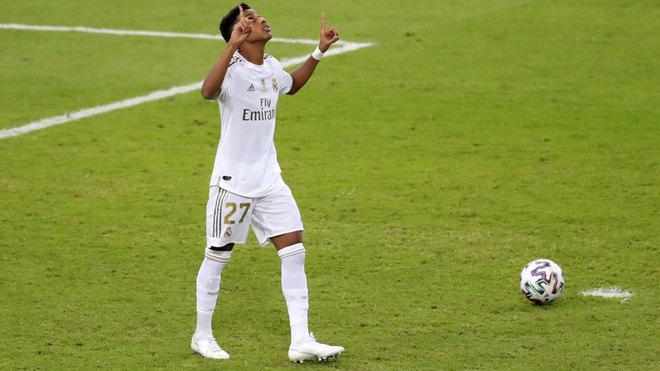 Rodrygo celebra su gol en la tanda de penaltis.