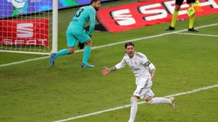 Ramos celebra el penalti que dio el título al Real Madrid.