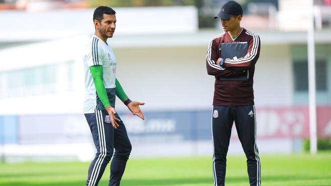 Jaime Lozano supervisando el entrenamiento.
