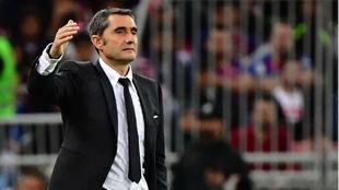 Valverde gesticula durante un partido del Barcelona.