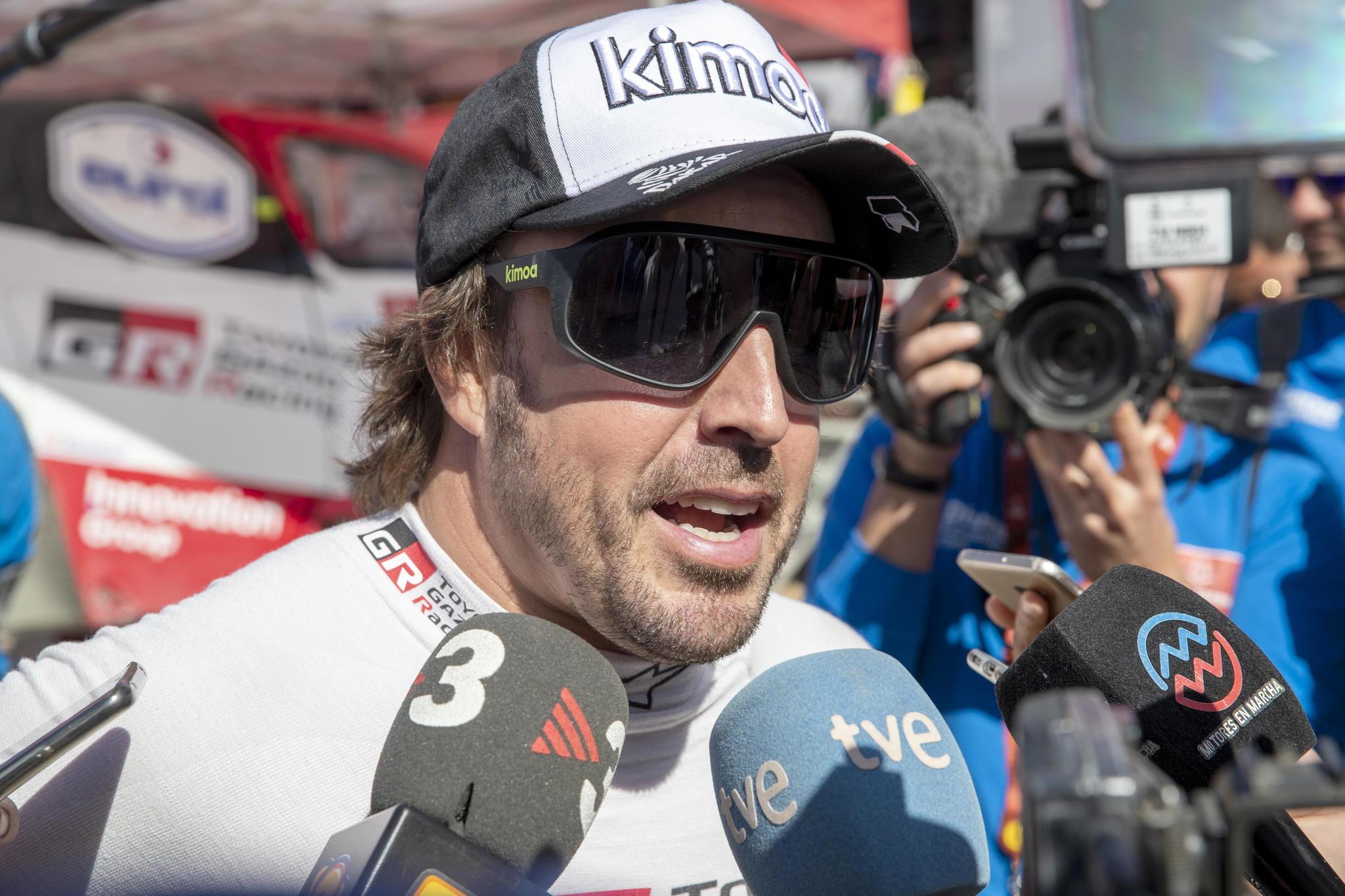 Wadi Al-dawasir (Saudi Arabia), 13/01/2020.- Fernando <HIT>Alonso</HIT> of Spain (Toyota Gaozo Racing) addresses to media after stage eight of the Rally Dakar 2020 in Wadi Al-Dawasir, Saudi Arabia, 13 January 2020. (Arabia Saudita, España) EFE/EPA/ANDRE PAIN