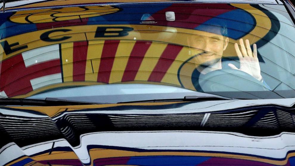 Ernesto Valverde, a su salida de la Ciudad Deportiva Joan Gamper en su...