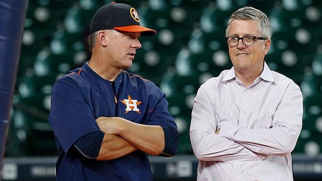 Luhnow y Hinch no podrán relacionarse con asuntos de la MLB
