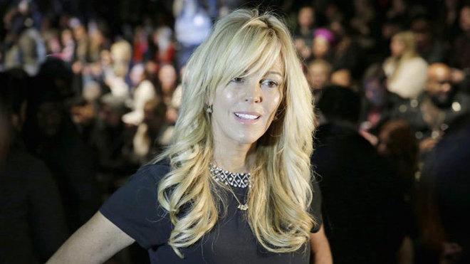 Detienen a la madre de Lindsay Lohan por conducir en estado de...