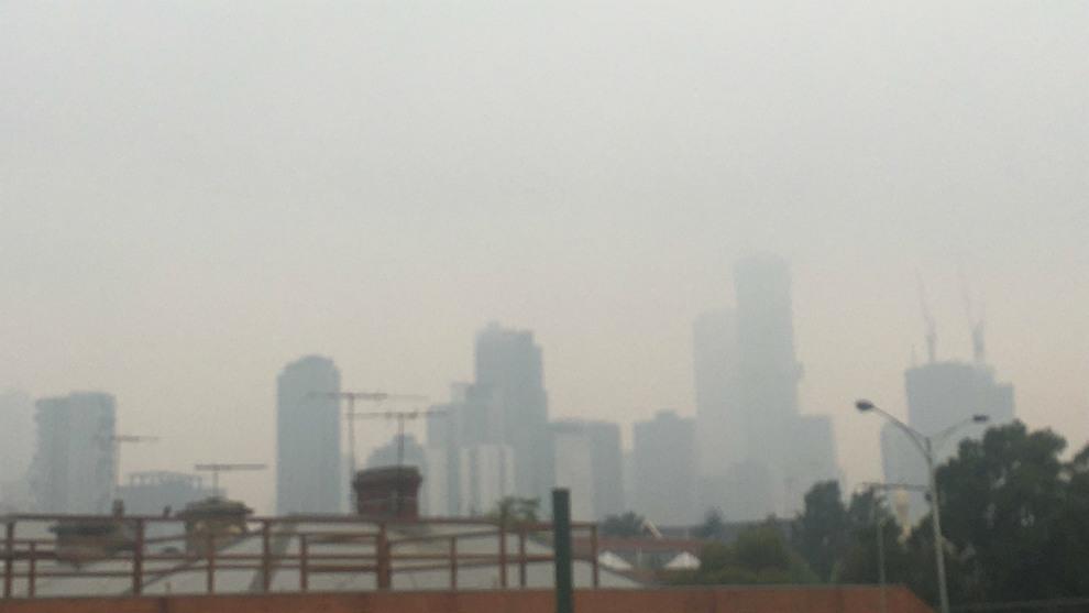 Imagen de Melbourne bajo el humo de los incendios