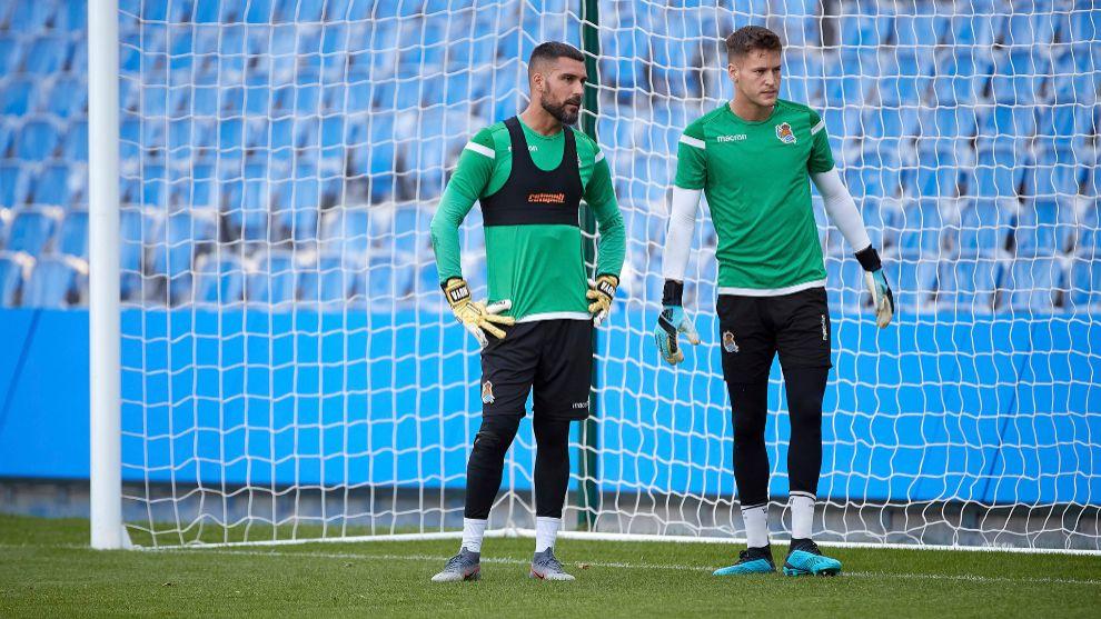 Miguel Ángel Moyá, en un entrenamiento junto a Alex Remiro.