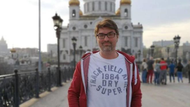 El periodista Manuel Regalado ha muerto en Moscú a los 40 años.