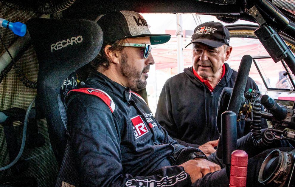 Glyn Hall (Toyota), junto a Fernando Alonso