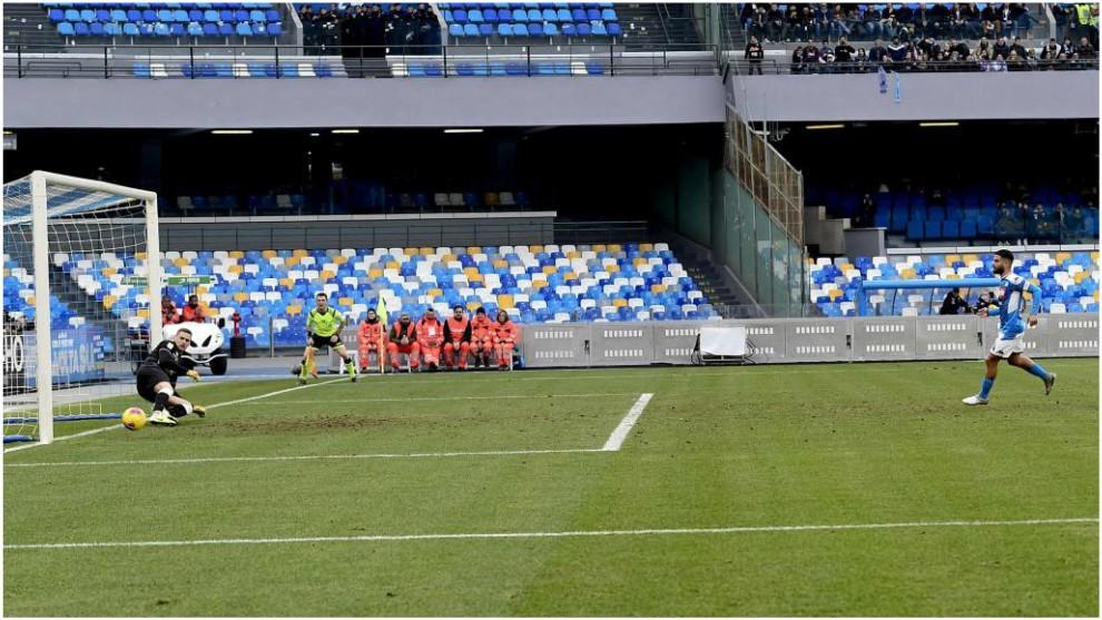 Lorenzo Insigne marca, de penalti, contra el Perugia.