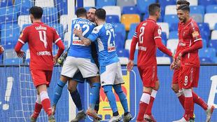 El Napoli avanzó en la Coppa al pasar por encima del Perugia.