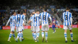 Varios jugadores realistas celebran un gol en el Reale Arena.