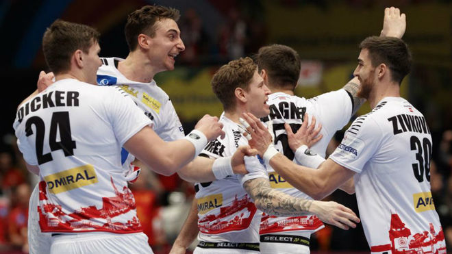 Los jugadores austríacos celebran su pase a la Main Round del Europeo