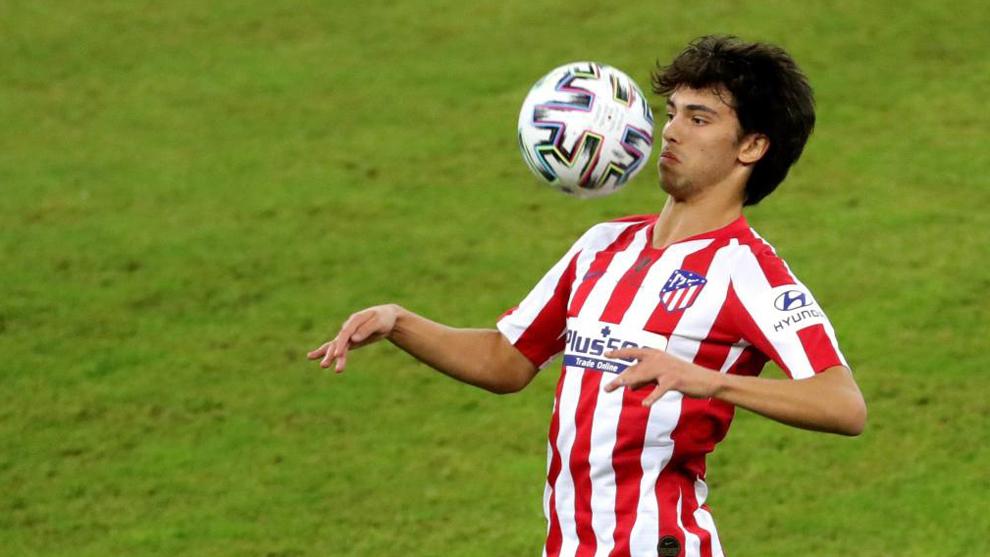 Joao Félix controla un balón en la Supercopa de España