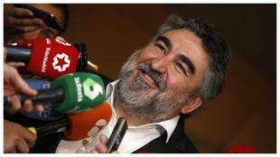 El ministro Rodríguez Uribes, con los medios.