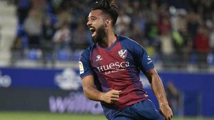 Ivi celebra su único gol de la temporada con el Huesca, marcado al...
