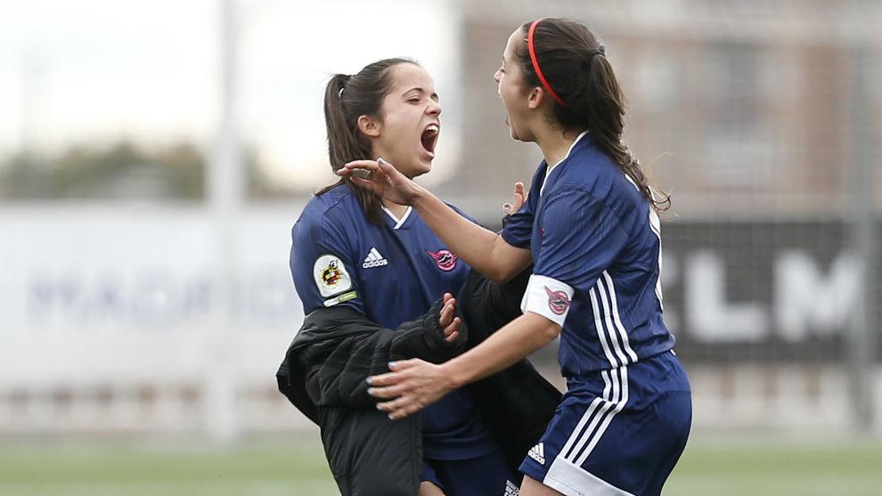 Malena y Samara Ortiz celebran un gol ante el Rayo Vallecano