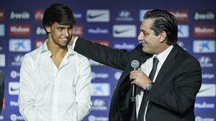 Joao Félix y Futre, en la presentación del joven jugador portugués...