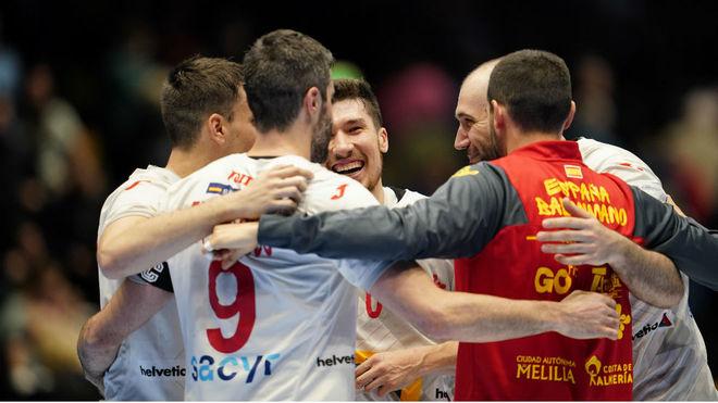 Los jugadores españoles, celebrando una de sus victorias en el...