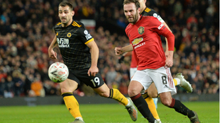 Juan Mata celebra su gol al Wolverhampton