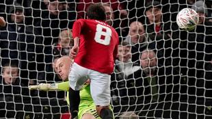 Gol de Juan Mata para eliminar a los Wolves.