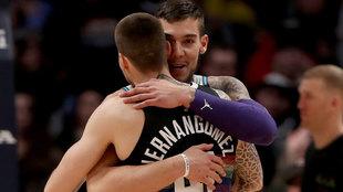 Los hermanos Hernangomez se abrazan tras su último enfrentamiento