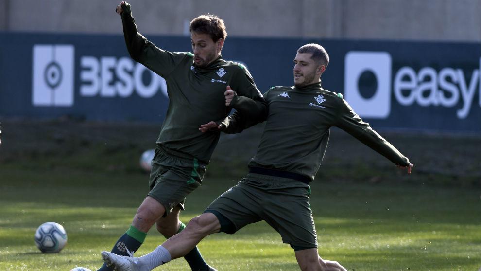 Canales y Guido Rodríguez, entrenándose ayer