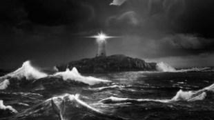 El Faro: Una hipnótica y perfecta historia de locura (Crítica)