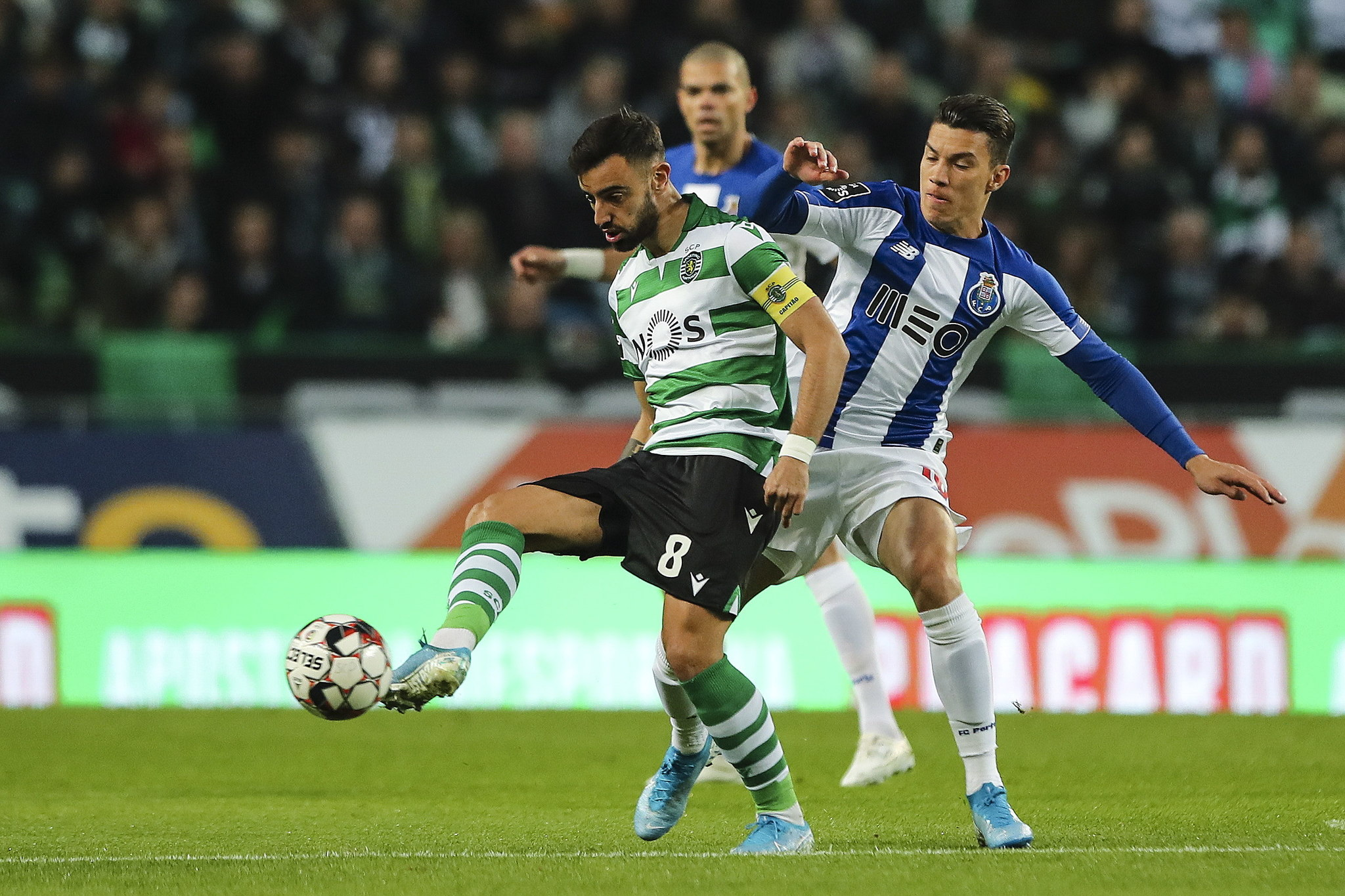 Lisbon (Portugal), 05/01/2020.- <HIT>Bruno</HIT><HIT>Fernandes</HIT> (L) of Sporting fights for the ball with Matheus Uribe of FC Porto during the Portuguese First League soccer match between Sporting CP and FC Porto held at Alvalade Stadium, Lisbon, Portugal, 05 January 2020. (Lisboa) EFE/EPA/MIGUEL A. LOPES