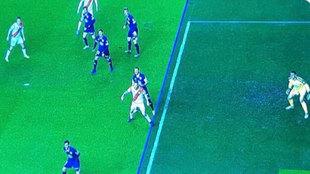 Imagen del VAR con la posición de fuera de juego de Mario Suárez.