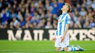 Odegaard se lamenta durante un partido.
