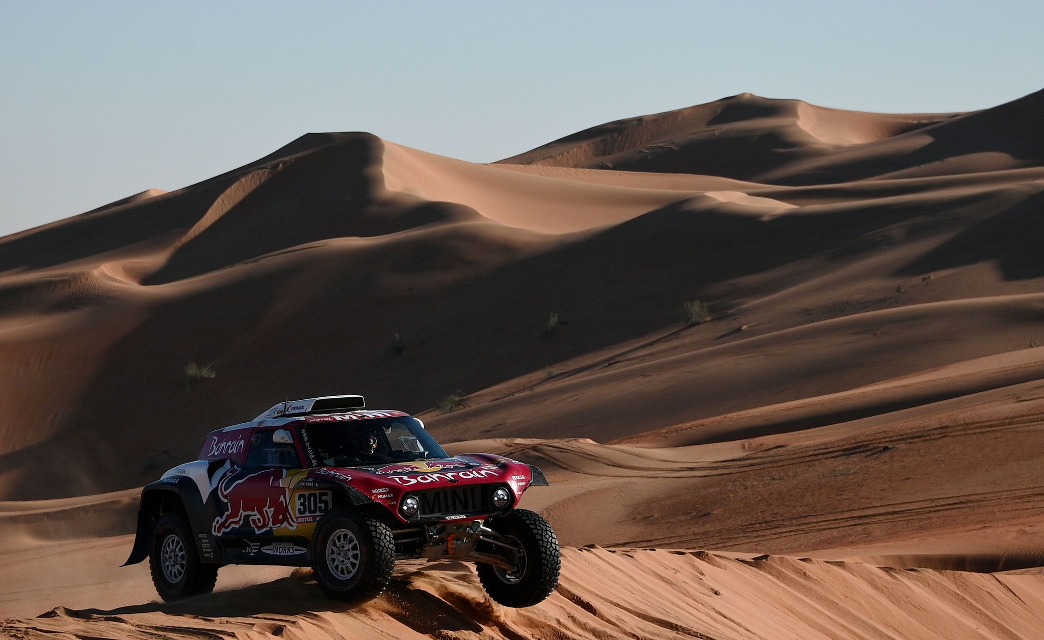 Minis Spanish drivers Carlos <HIT>Sainz</HIT> of Spain and co-driver Lucas Cruz of Spain compete during the Stage 11 of the Dakar 2020 between Shubaytah and Haradh, Saudi Arabia, on January 16, 2020. (Photo by FRANCK FIFE / AFP)