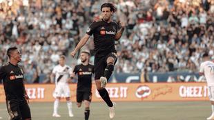 Carlos Vela durante un festejo con el LA FC.