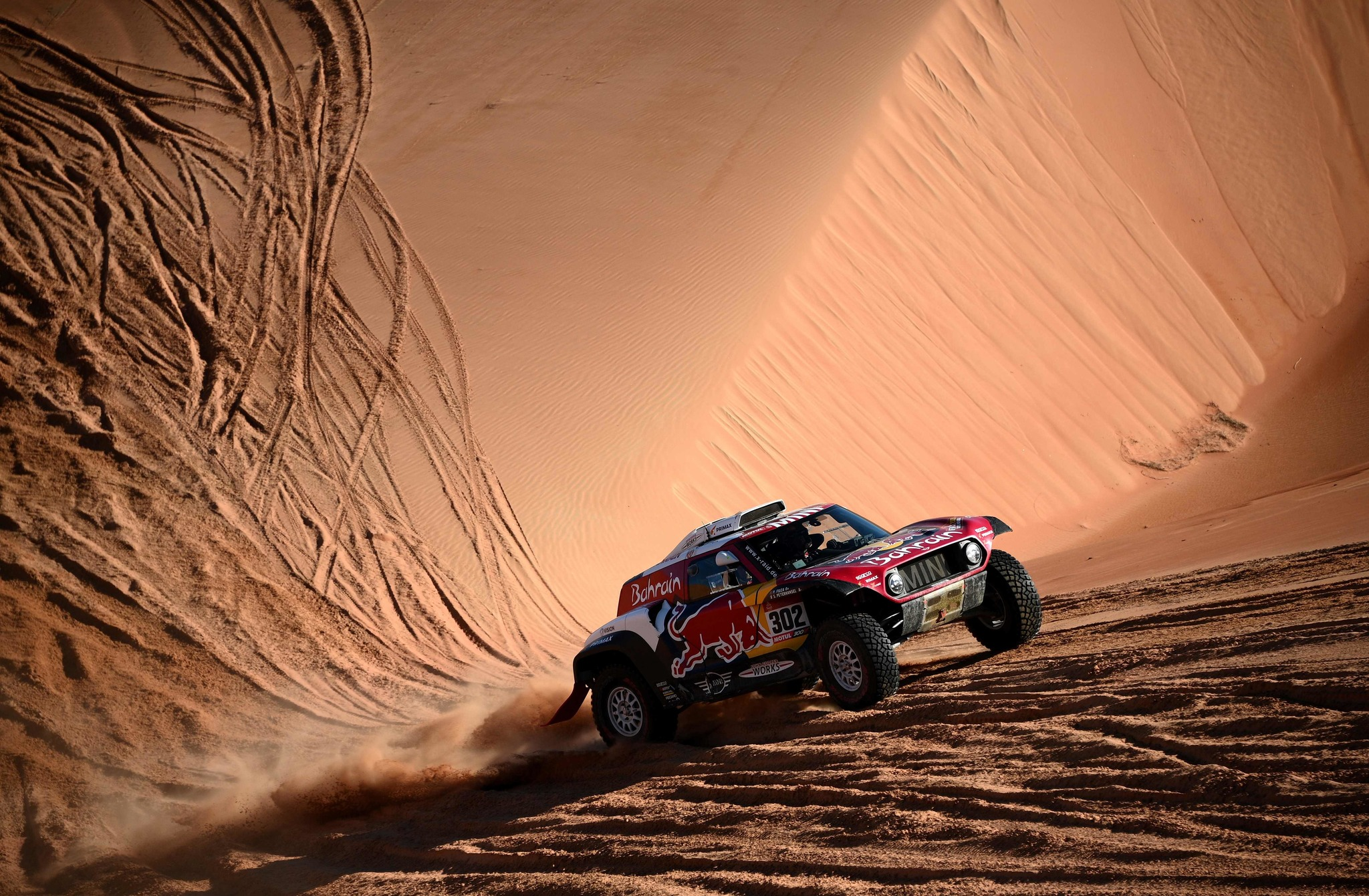 Minis driver Stephane <HIT>Peterhansel</HIT> and his co-driver Portuguese Paulo Fiuza compete during the Stage 11 of the Dakar 2020 between Shubaytah and Haradh, Saudi Arabia, on January 16, 2020. (Photo by FRANCK FIFE / AFP)