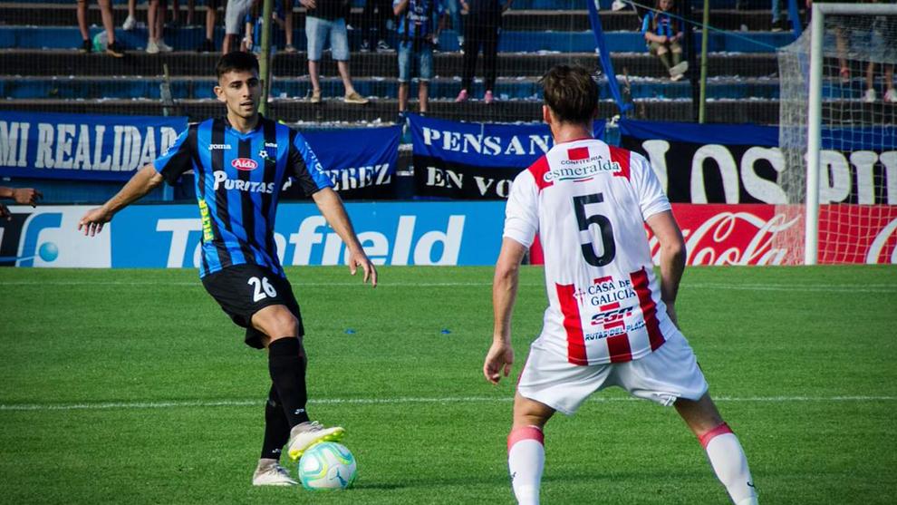 Nicolás Acevedo durante un partido del Liverpool de Uruguay.