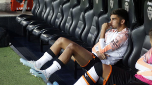 Ferran Torres, en el banquillo de Mestalla antes del partido contra el...