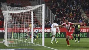 Stuani celebra el primero de sus dos goles al Extremadura