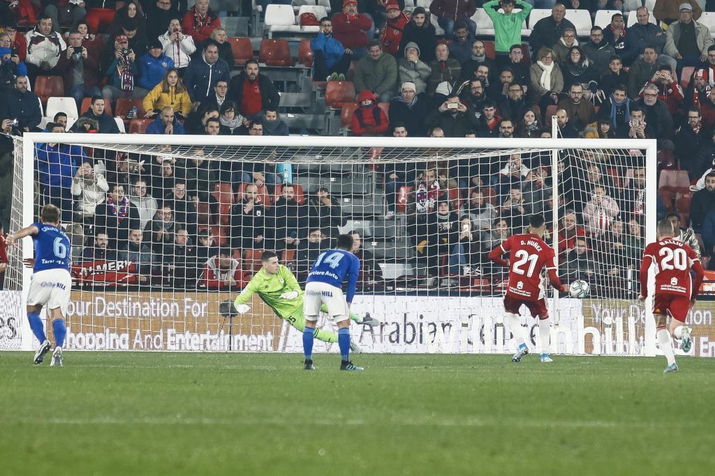 Darwin Núñez, en el momento de marcar el penalti del primer gol