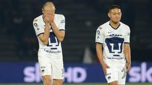 Carlos González y Bryan Mendoza, futbolistas de Pumas.