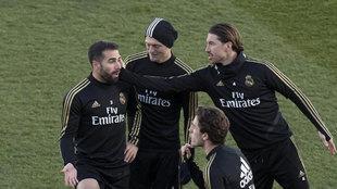 Sergio Ramos, con el grupo durante el entrenamiento.