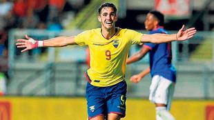 Campana jugará con Raúl Jiménez en los Wolves.