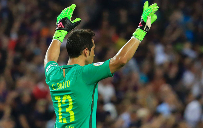 Oferta de Rayados seduce al portero del Manchester City, Claudio Bravo — Prensa