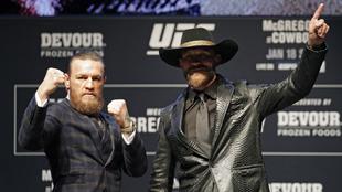Conor McGregor y Donald Cerrone en la presentación de su combate.