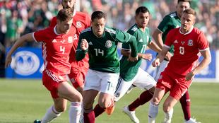 Chicharito en su último viaje a Los Ángeles con México.