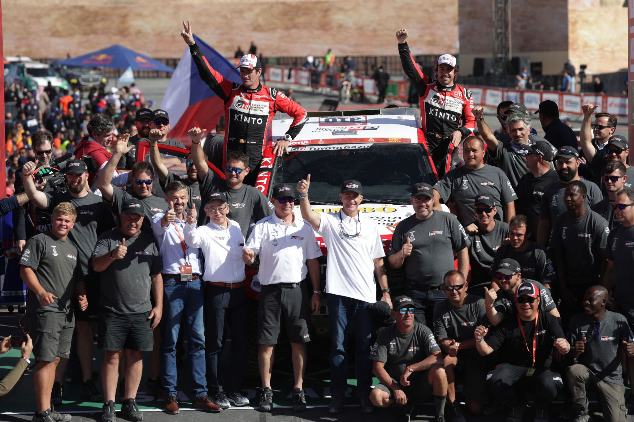 Qiddiya (Saudi Arabia), 17/01/2020.- Spanish Fernando <HIT>Alonso</HIT> (top R) and co-pilot Marc Coma of Toyota Gazoo Racing shake celebrate at the end of the final stage 12 of the Rally Dakar 2020 between Shubaytah and Qiddiya, in Saudi Arabia, 17 January 2020. <HIT>Alonso</HIT> and Coma placed 13th in the overall standings of the Car category. (Arabia Saudita) EFE/EPA/ANDRE PAIN
