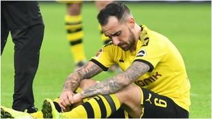 Alcácer se lamenta durante un partido con el Dortmund